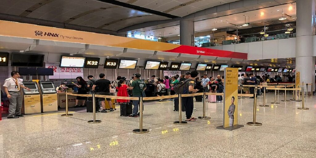 Hainan Airlines business class check-in counters at ZBAA T1